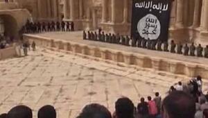 IŞİDin infazlarını tiyatro izler gibi izlediler