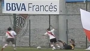 Kadınların futbol maçında savaş