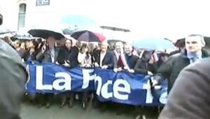 Pariste 1 Mayıs kutlamalarında Le Peni protesto
