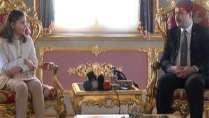 Vali Şahin koltuğunu devretmedi yanyana oturdu