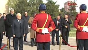 Mecliste tören... Atatürk Anıtına çelenk koyuldu