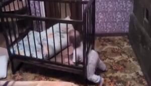 Sevimli bebekten inanılmaz hareket