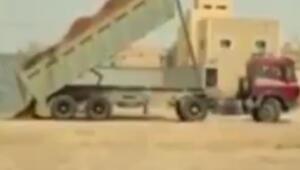 Yük fazla gelince harfiyat kamyonu devrildi