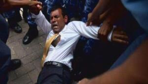 Maldivlerin eski Devlet Başkanı Muhammed Naşid, sürüklenerek mahkemeye götürüldü