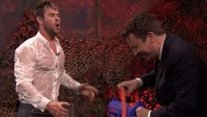 Jimmy Fallon ve Thordan efsanevi su savaşı