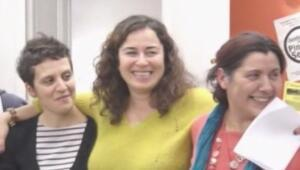 Pınar Selek 4. beraatını şarkı söyleyerek kutladı