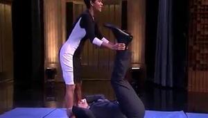 Jimmy Fallon ve Halle Berryden takla şov
