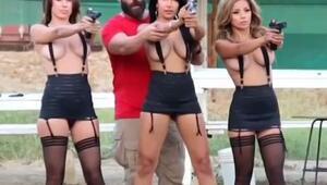 Dan Bilzerian ve seksi kızlardan atış gösterisi