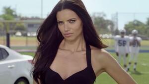 Adriana Lima, Amerikalılara gerçek futbolu tanıtıyor