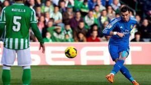 Gareth Baledan Enfes Frikik Golü