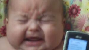 Gülme Sesine Ağlayan Bebek