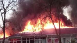 Sancaktepede fabrika alev alev yandı