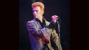 Moda ve sanat Bowie aşkına bir arada