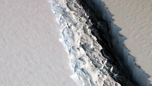 Antarktikadan dev bir buz kütlesi kopmak üzere