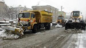 Melikgazide karla mücadele sürüyor