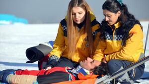 Sağlıkçılar, kar üstünde EYOFa hazırlanıyor
