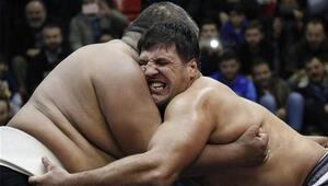 Recep Kara, Asya Sumo Şampiyonu Ergeshovu tuş etti