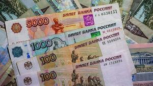 Rus rublesi dolar karşısında 1,5 yılın zirvesinde