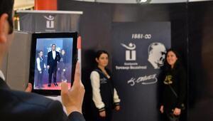 Atatürkün üç boyutlu görüntüsü ile fotoğraf çekimi