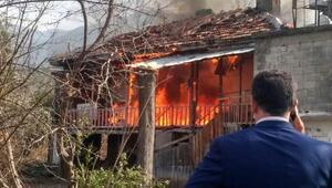 Ahşap köy evi yandı