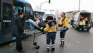 Gebzede minibüs ile halk otobüsü çarpıştı: 8 yaralı