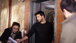 Başrol oyuncusu Balamir Emren ev sahibi tarafından taşlandı
