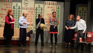 Kent oyuncuları, yalancı adlı oyunu sahneledi