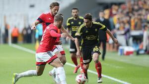 Yeni Malatyaspor Vodafone Arenayı da zirveyi de sevdi