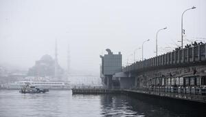 İstanbul Boğazı ve çevresi sis altında