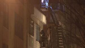 İstanbulda itfaiyeli operasyon 02.00de binayı kuşattılar
