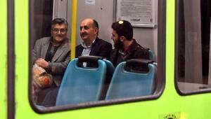 Müezzinoğlu, metro ile yolculuk yaptı