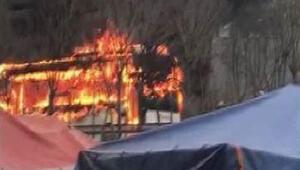 Bayrampaşa'da, servis otobüsü alev alev yandı