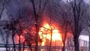 Bayrampaşada, servis otobüsü alev alev yandı (2)