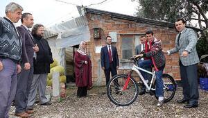 Engelli gencin bisiklet sevinci