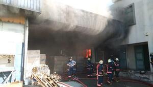 Esenyurtta boya fabrikası deposunda yangın (1)