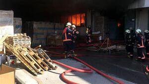 İstanbulda korkutan yangın Ekipler olay yerinde