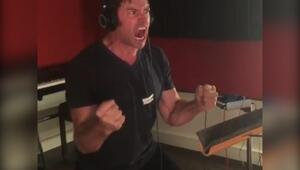 Hugh Jackmanın Wolverinei seslendirirken kendinden geçtiği anlar