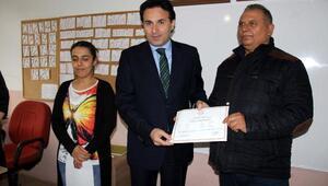 Biga'da okuma yazma öğrenenlere belgeleri verildi