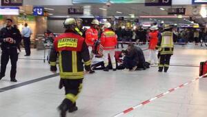 Baltalı saldırgan tren garında 7 kişiyi yaraladı.. Kaçmaya çalışırken..