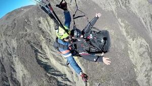 Engelli uçma hayalini yamaç paraşütü ile gerçekleştirdi