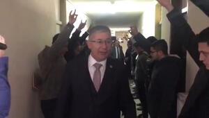 AK Partili vekil ve başkana ülkücülerden 'bozkurtlu' karşılama