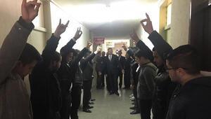 MHP teşkilatında AKP vekiller Bozkurt selamı ile karşılandı