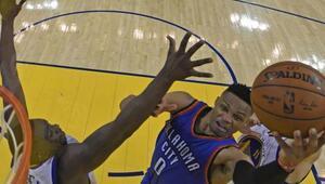 Westbrook, efsaneyi solladı
