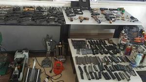 Evin içine silah fabrikası kurmuş