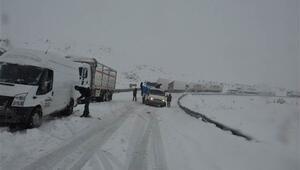 Çığ düştü yollar kapandı... Kar yağışı Doğu Anadoluda etkili oluyor