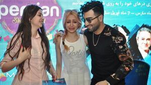 İranlı şarkıcı hayranlarıyla buluştu