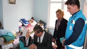 Kaymakamdan evlerinde sağlık hizmeti alan yaşlılara ziyaret