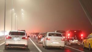 İstanbulda oluşan sis seferleri iptal ettirdi.. Sürücüler köprüde zor anlar yaşadı