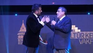 Türk tiyatrosunun duayenlerine onur ödülü verildi