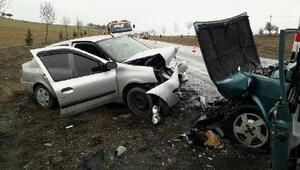 Konyada otomobiller çarpıştı: 4 yaralı